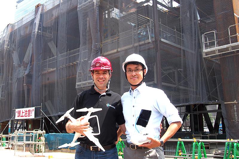 ドロノミー社のオリ・アフェックCEO(左)と能登谷主事  (写真提供:三井不動産)