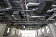 空調の施工管理者は「電気と内装」も管理すべき?