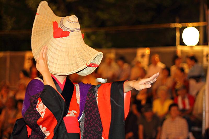 後藤建設がある羽後町は三大盆踊り『西馬音内盆踊り』で知られる。だが、祭り期間以外は閑散とした日がほとんどだ。