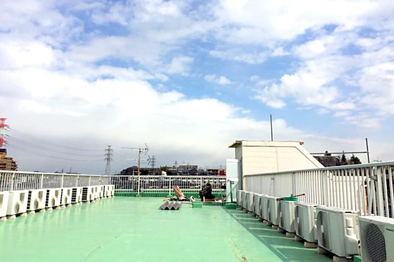 【塩ビ防水】季節で異なる施工の注意点、接着工法と機械的固定工法