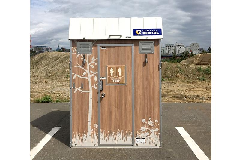 木製でイラストが描かれている。温かみが感じられる快適トイレ