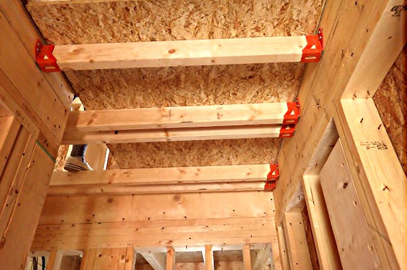 仮床を設置し、住宅建築での事故防止
