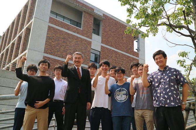 藤井聡先生と藤井研究室(交通マネジメント工学講座交通行動システム分野)の学生ら
