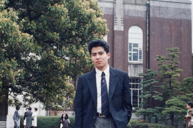 大学入学式に出席した岡村氏