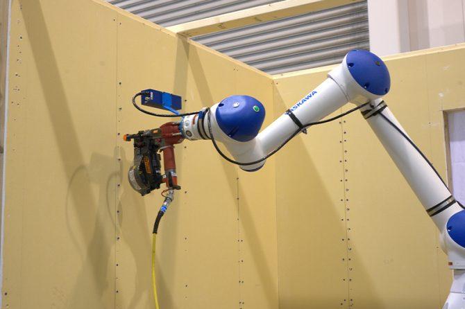大東建託が開発中のビス留めロボット「D-AVIS(デービス)」
