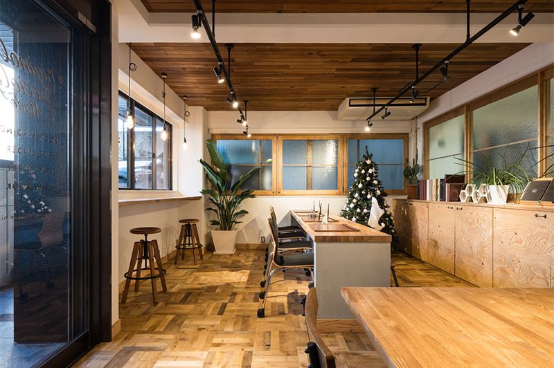 オフィス、商談スペース共に居心地の良いカフェのような空間