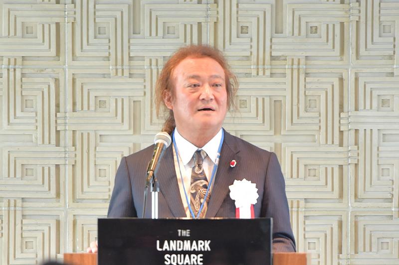 総会であいさつをする「全国サイディング組合連合会」の仲本 純会長