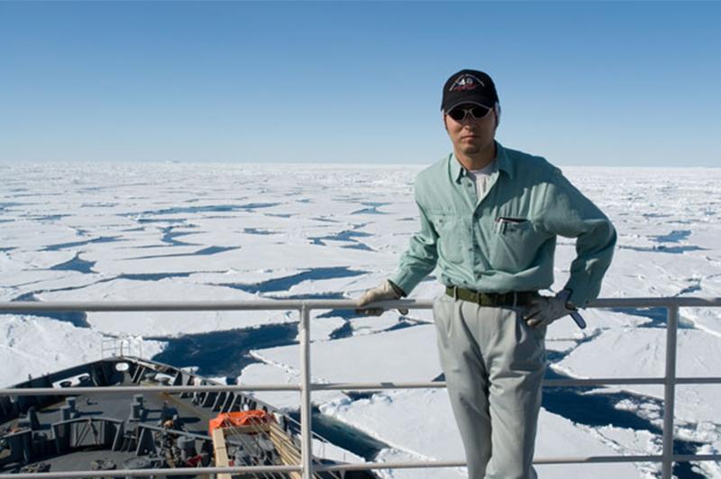 南極観測船「しらせ」の上で。いつも船酔いをしていた橋本さん