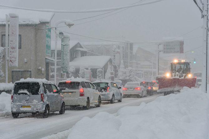 積雪による車の立ち往生は、同じ過ちを繰り返しているだけ